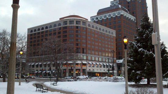 InterContinental Milwaukee: Daytime view of the hotel from the park across the street