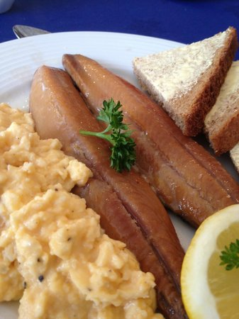 Rosslyn House: Whitby kippers and scrambled egg