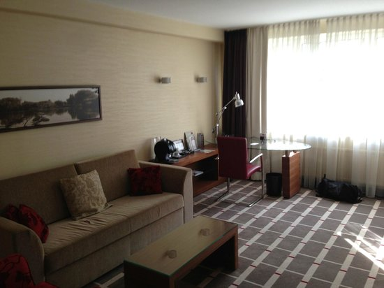 Mercure Hotel Duesseldorf City Center : Living Room, Suite.