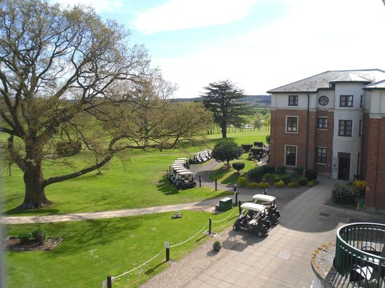 Hilton Puckrup Hall, Tewkesbury : Looking right towards golfers' bar