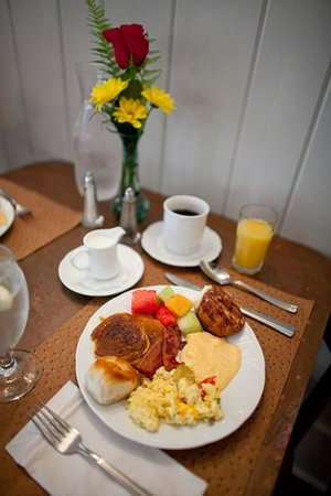 Main Street Inn Highlands: Breakfast Is Ready