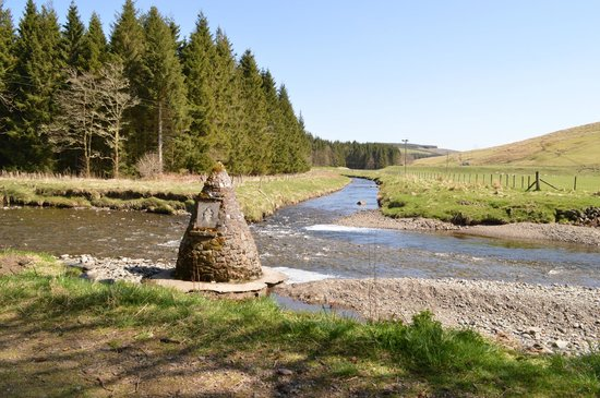 Dumfries and Galloway, UK: Sitting by the river