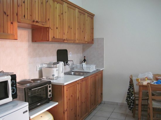 Kefalos Beach Tourist Village: fully functioning kitchen area