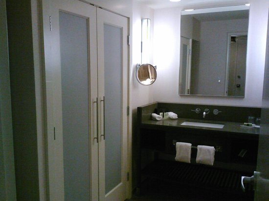 Hotel InterContinental Miami: bathroom vanity and closet