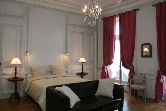 Saint-Leonard-de-Noblat, Fransa: chambre suite