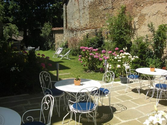 Saint-Leonard-de-Noblat, Fransa: terrasse jardin clos