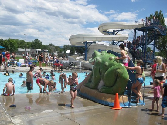 Montrose, CO: Outdoor pool, slide, splash pad and patio