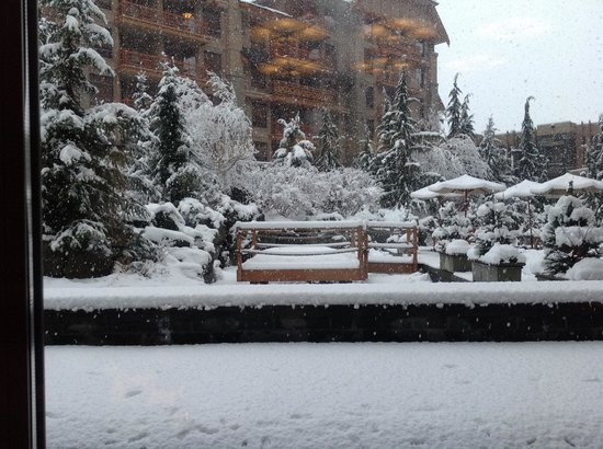 Four Seasons Resort Whistler: Snowing on the terrace at Four Seasons