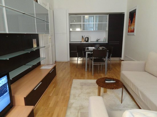 MyHouse Apartments: Mozart kitchenette/living space
