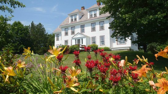 Prospect Harbor, ME: Flower gardens at Acadia Oceanside Meadows Inn