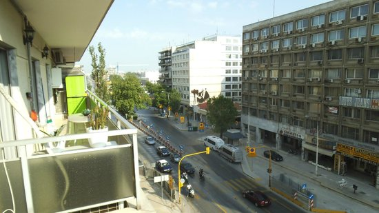 Vergina Hotel Thessaloniki: Main street towards train station