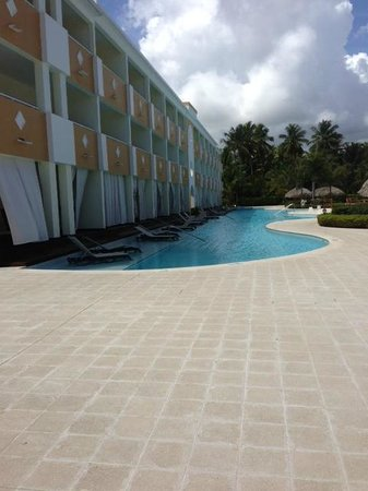 The Royal Suites Turquesa by Palladium: Row of Swim Out Rooms