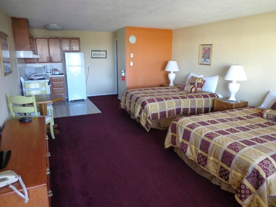 Ocean Shores Inn & Suites: 2 queen studio w/kitchen