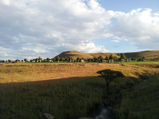 Drakensberg Region, Sydafrika: View of the resort from one of the trails