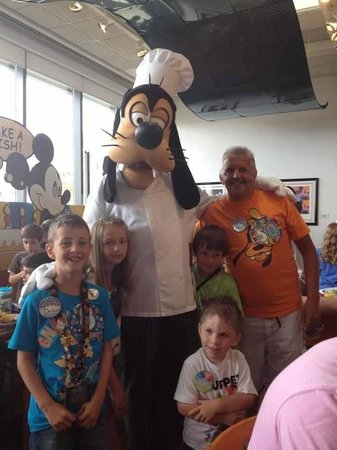 Disney&#39;s Pop Century Resort: Chef Mickey awesome