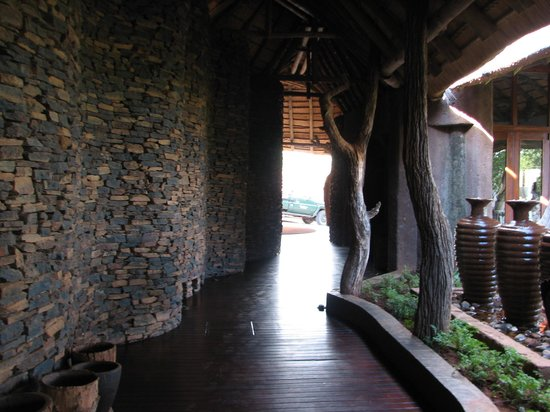 Madikwe Safari Lodge: Entrance hallway