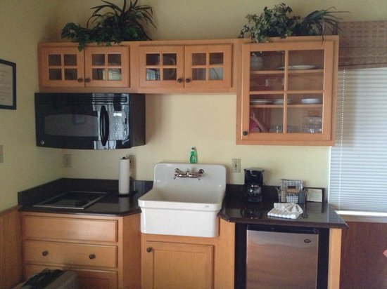 Tween Waters Inn Island Resort &amp; Spa: kitchenette