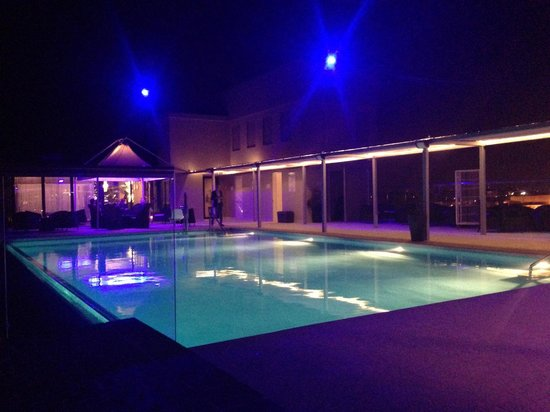 The Palace: Infiniti Pool