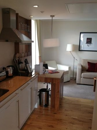 Staybridge Suites: kitchen / lounge
