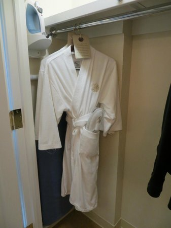 Inn on Biltmore Estate: Robe and slippers- great for gym or pool or lounging