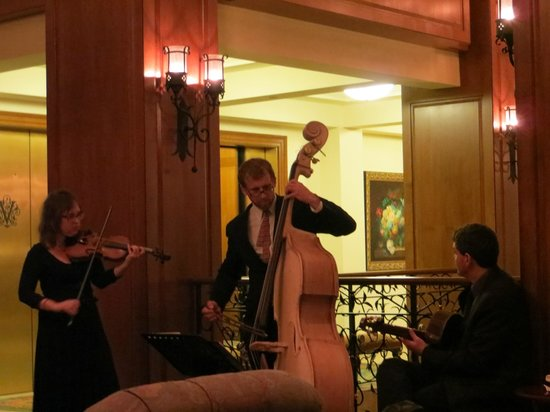 Inn on Biltmore Estate: Sunday Music in the lobby