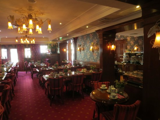 Hotel Estherea: The breakfast room