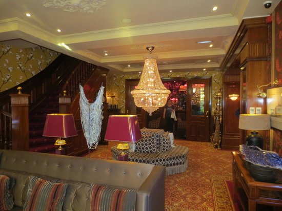 Hotel Estherea: One of the hotel&#39;s common rooms, looking towards the check-in desk