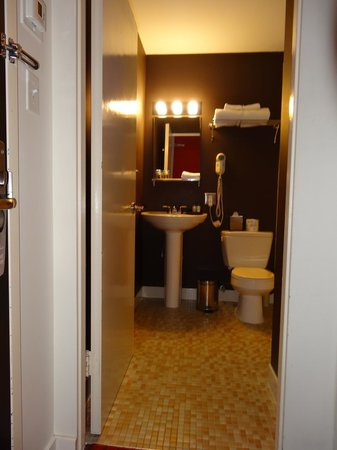 Moda Hotel: Bathroom