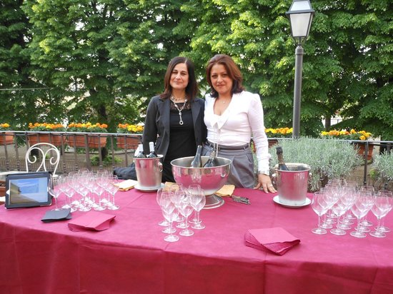 Silla Hotel: Wine tasting on the terrace