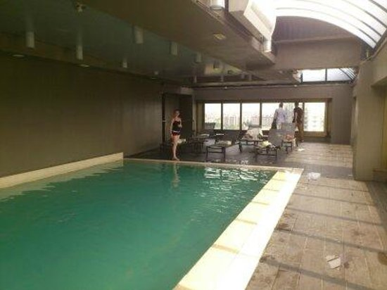 The Hub Hotel : Piscina 