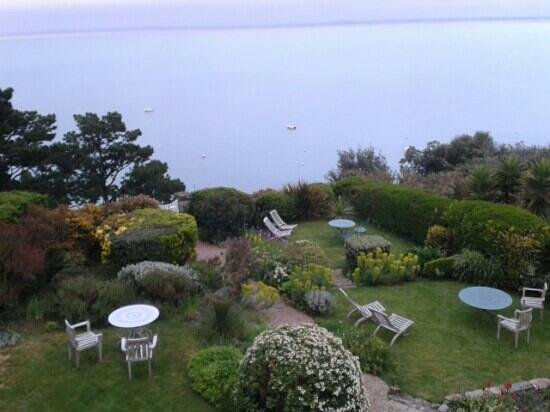 Jardin anglais cottage les rimains picture of cancale for Restaurant jardin anglais