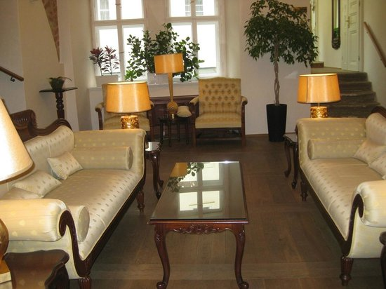 Savic Hotel: Common lounge area
