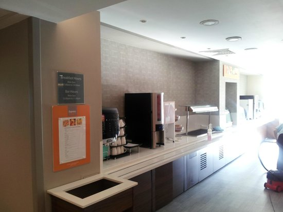 Holiday Inn Express Earls Court: Breakfast Bar