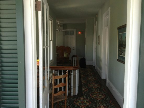 The Conch House Heritage Inn: Second floor hallway view.