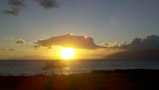 Maui Sunseeker LGBT Resort: Kihei sunset from the terrace