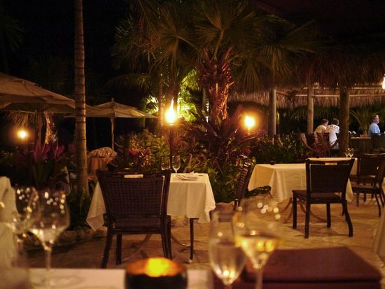 Cheeca Lodge & Spa: Outside dining at night