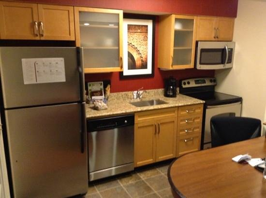 Residence Inn St. Louis Galleria: kitchen