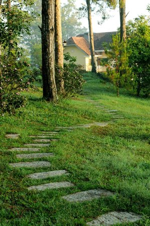Ana Mandara Villas Dalat Resort & Spa: Walkway