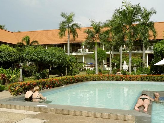 Sunshine Garden Resort: Pool side