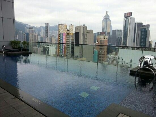 Crowne Plaza Hotel Hong Kong Causeway Bay: hotel pool with views