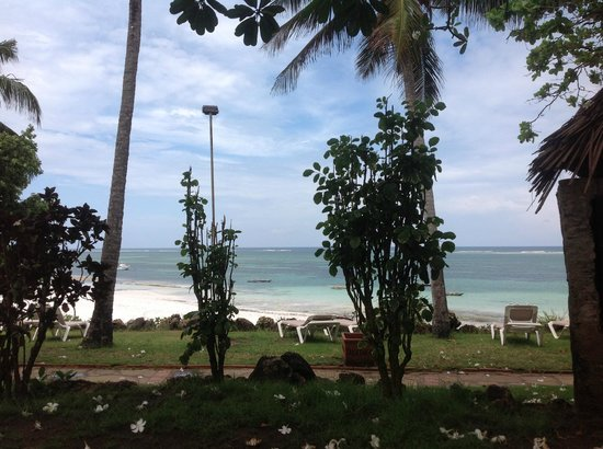 The Baobab - Baobab Beach Resort &amp; Spa: Sea view from garden