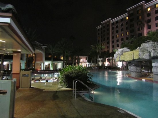 Caribe Royale All Suite Hotel &amp; Convention Center: Pool &amp; Hot Tub