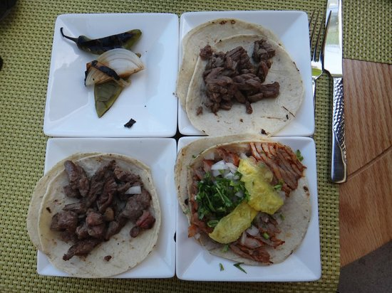 Hilton Los Cabos Beach & Golf Resort: tacos tacos tacos ! delicious! meats and roasted peppers