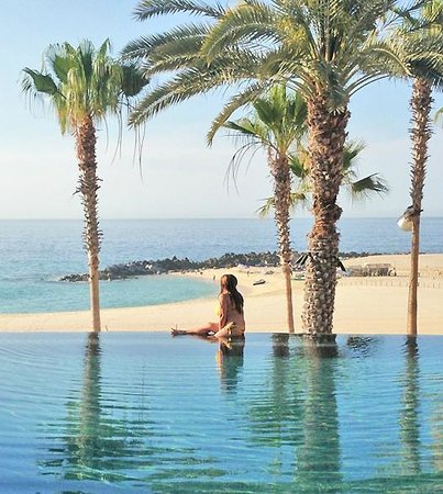 Hilton Los Cabos Beach &amp; Golf Resort: swimable beach from infinitiypool
