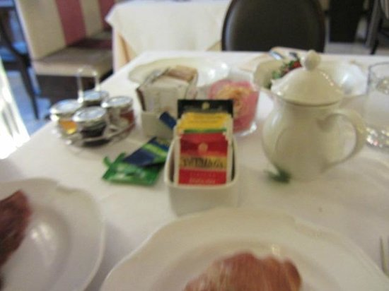 Victoria Hotel: BETTER TEA SHOULD BE USED.