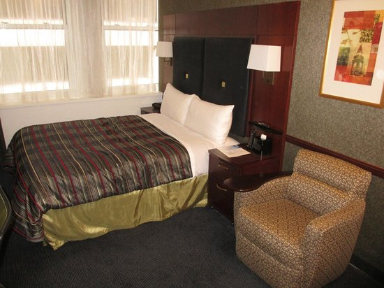 Club Quarters Boston: Comfortable Bed and Easy Chair