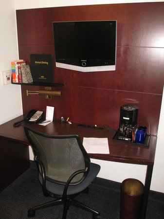 Club Quarters Boston: Small Flat Screen TV and Desk