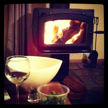 Ballandean, Австралия: Cosy log fire