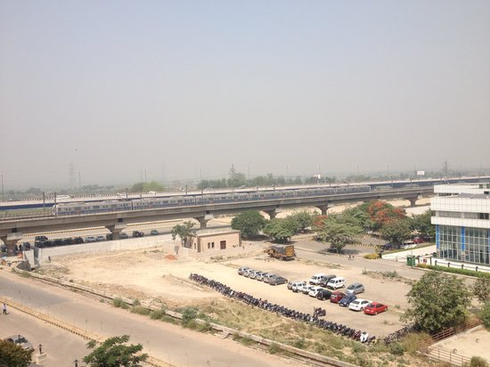 DoubleTree By Hilton New Delhi-Noida-Mayur Vihar: View of Delhi Noida Metro from the hotel