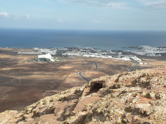 H10 Lanzarote Gardens: Here, downhill, you can see Costa Tequise and the hotel :)